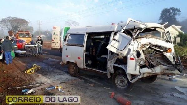 A colisão envolveu um Trator, uma Kombi, um Celta e um Vectra (Foto: Correio do Lago )