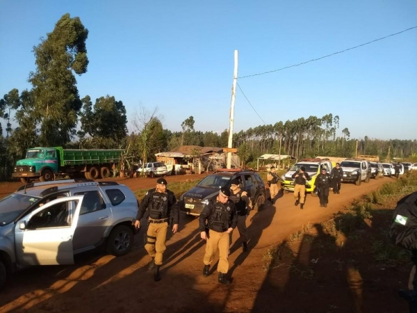Polícia faz operação em acampamentos do MST em Rio Bonito do Iguaçu (Foto: Cícero Bittencourt/RPC)