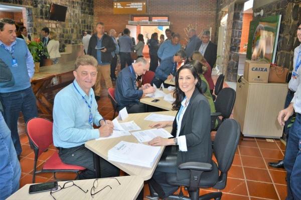 Dois convênios foram assinados em Foz do Iguaçu. (Fotos: Divulgação)