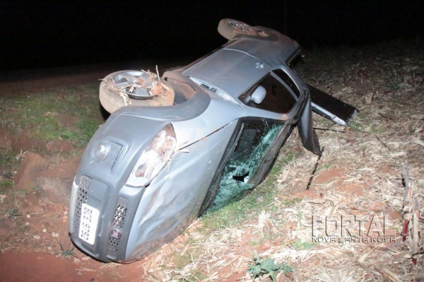 O veículo ficou bastante destruído. (Fotos: Portal Nova Santa Rosa)