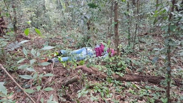 O cadáver estava em um local de difícil acesso. (Fotos: CGN)