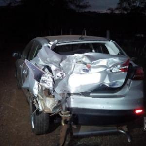O Ford teve a parte traseira danificada. (Fotos: Portal Nova Santa Rosa)