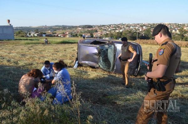 Após o acidente, uma ambulância da Prefeitura socorreu o rapaz. (Foto: Bogoni)