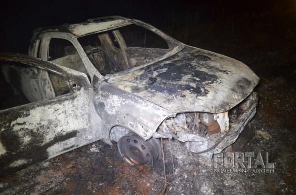 O veículo ficou totalmente destruído. (Foto: Bogoni)