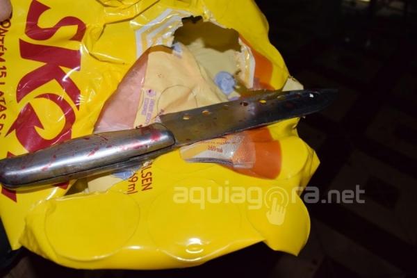 Ele utilizou uma faca e um facão para esfaquear a esposa (Foto: Cristine Kempp/AquiAgora.net )