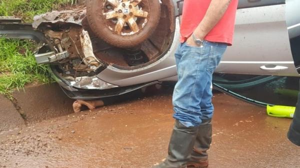 O veículo tem placas de Nova Santa Rosa. (Fotos: CGN)