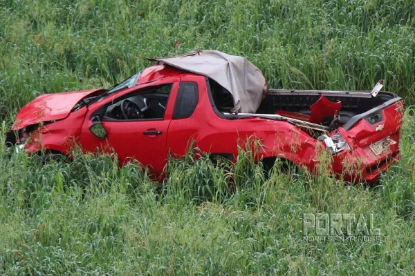 O veículo ficou totalmente destruído. (Fotos: Portal Nova Santa Rosa)