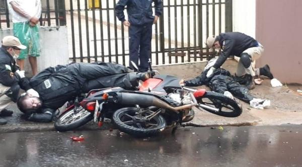 Um rapaz de 23 anos sofreu fratura em uma das pernas. (Foto: Massa News)
