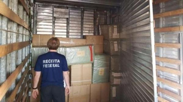 Condutor entregaria os acessórios em São Paulo; preso foi levado a Polícia Federal. (Foto: Catve)