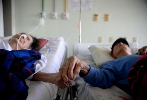Sebastiana e Francisco ficaram conhecidos após permanecerem juntos até mesmo em um quarto de hospital. (foto: Matheus Oliveira/Agência Saúde - 19/4/2018)