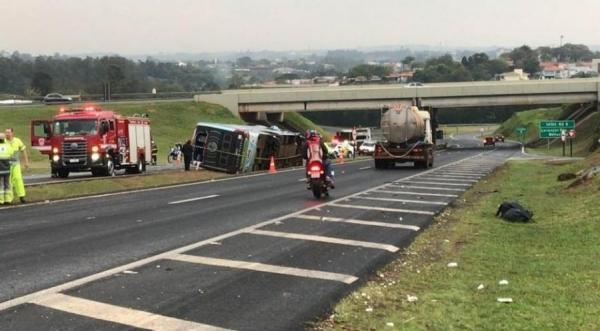 Várias equipes de resgate foram deslocadas para atender as vítimas e o trânsito ficou bloqueado na rodovia (Foto: Beatriz Buosi/TV TEM )