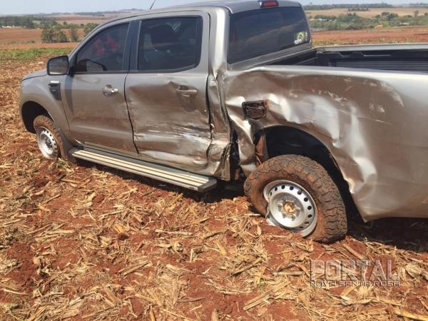 A camionete teve perda de grande monta na parte traseira. (Fotos: Portal Nova Santa Rosa)