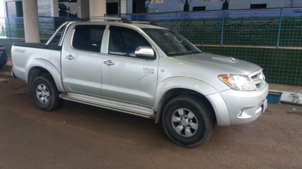 Veículo era ocupado por um casal de namorados, que pretendia levar o carro até o Paraguai. (Foto: PRF)