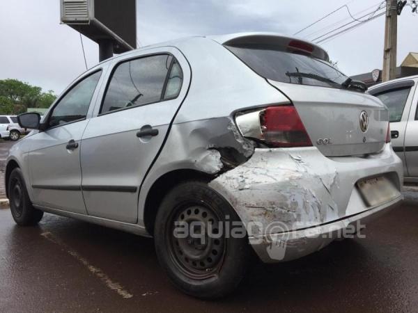 Os veículos tiveram danos consideráveis, mas ninguém ficou ferido (Foto: Fernanda Bourscheidt/AquiAgora.net )