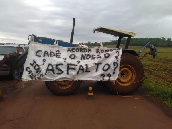 A comunidade protestou contra as más condições da estrada. (Foto: Marechal News)