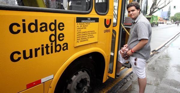 Felipe Fonseca de Carvalho, 17 anos, nem pensa em tirar a carteira para dirigir (Foto: Valquir Aureliano)