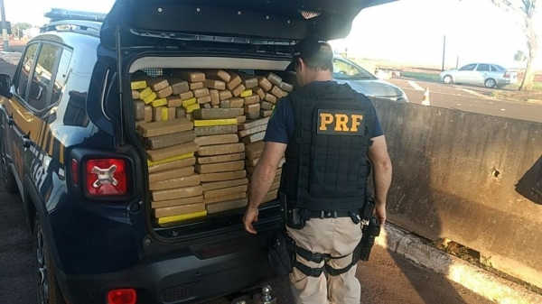 A droga estava dividida em 215 tabletes. (Fotos: PRF)