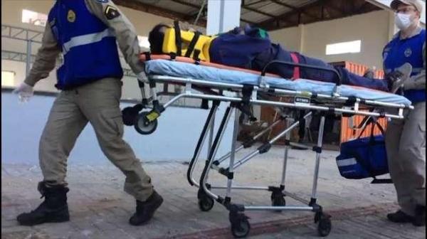 Lucas de Lima de 37 anos ficou ferido e foi atendido pelo Siate. (Foto: Catve)