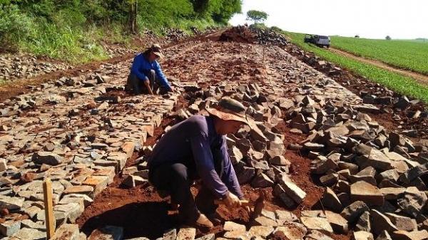 . Os trabalhos estão sendo executados pela empresa JC Sanchez.. (Fotos: Assessoria)