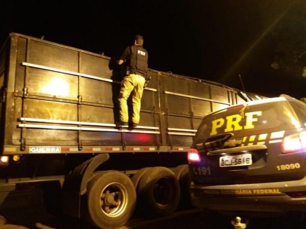 Apreensão foi realizada na BR-487, em Alto Paraíso; motorista foi preso. (Foto: PRF)