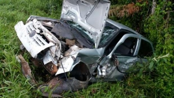 A PRF (Polícia Rodoviária Federal) esteve no local do acidente e realizou o teste do bafômetro no condutor, que apontou 0,58 miligramas de álcool por litro de ar expelido.(Foto:PRF)