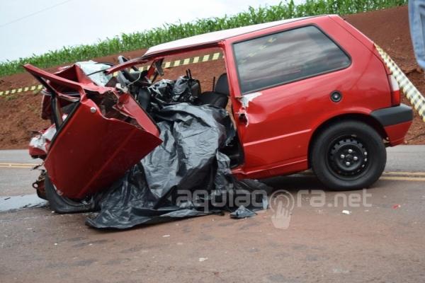 Dois jovens morreram no acidente e dois ficaram feridos (Foto: Cristine Kempp/AquiAgora.net )