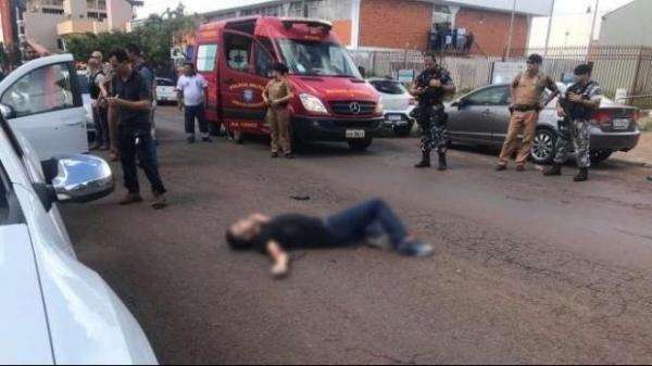 Crime foi registrado após a vítima sair do mercado com o filho, e ser abordada pelo criminoso.(Foto: Catve)