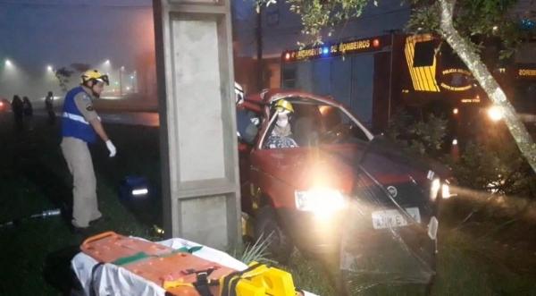 Socorristas, médico do Siate e o caminhão ABTR foram acionados. (Foto: Tarobá News)
