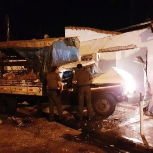 Ofendido com post na web, homem invade casa com caminhão e atinge suposto autor. Foto Globo.com