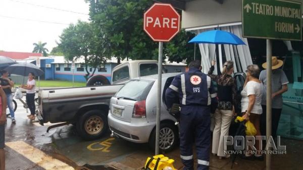 O acidente aconteceu no cruzamento da rua XV de Novembro com a Rua Getúlio Vargas. (Foto: Ivo Andrade)