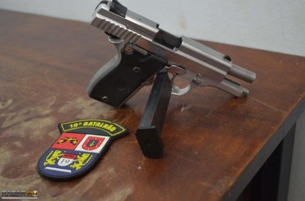 A pistola 9mm estava  com 3 munições intactas. (Foto:Bogoni)