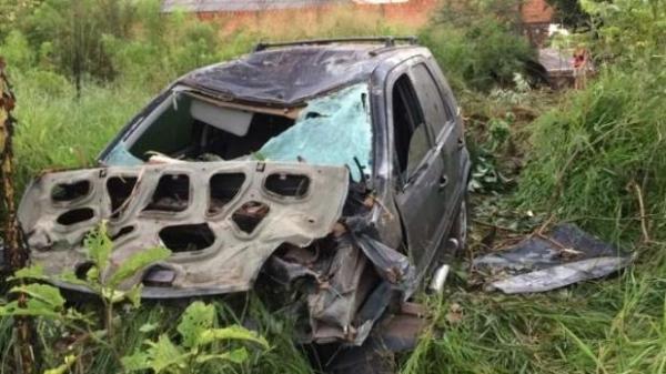 Dentro do veículo, foram encontradas latas de cerveja.(Foto: Catve)