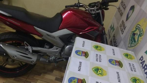 A moto estava estacionada em frente a um estabelecimento comercial. (Foto: Assessoria)