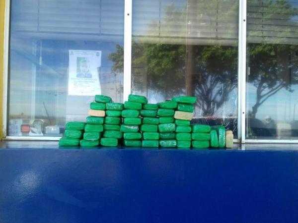 A droga foi apreendida no posto da PRF em Santa Terezinha do Itaipu. (Foto: PRF)