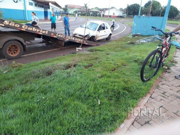 O veículo parou no pátio do ginásio de esportes. (Fotos: Colaborador)