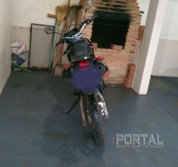 A moto foi recolhida. (Foto: PM)
