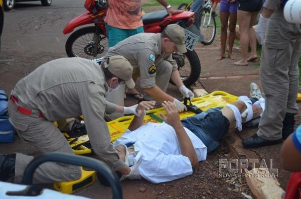 O motociclista foi socorrido pelo Corpo de Bombeiro e levado ao Hospital Bom Jesus . (Foto: Bogoni)