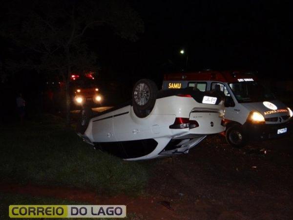 A condutora do Siena foi socorrida e conduzida para pronto atendimento Municipal .(Foto: Correio do Lago)