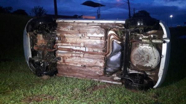 Ninguém foi localizado junto do veículo. (Foto: CGN)