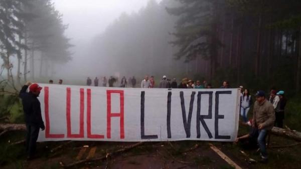 Uma das manifestações acontece na rodovia PR-158. (Foto: CGN)