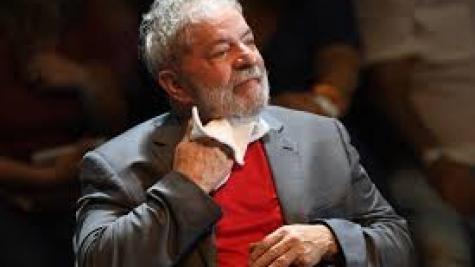 A estratégia de Lula é ficar na sede do Sindicato dos Metalúrgicos. (Foto: Folha Press)