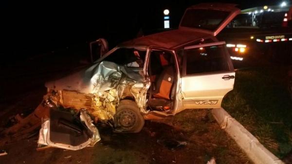 Os quatro homens que estavam no veículo ficaram feridos. (Fotos: CGN)