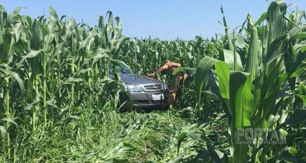 O veículo estava em meio a uma plantação de milho. (Foto:PM)
