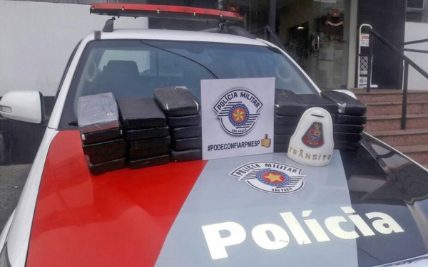 Carga de cocaína apreendida no porta-malas do carro usado pelos sul-mato-grossenses - Foto: Divulgação/Polícia Militar de SP