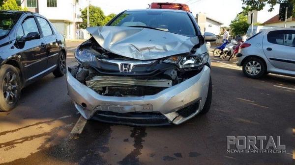 O Honda ficou com a frente bastante afetada. (Foto: Portal Palotina)