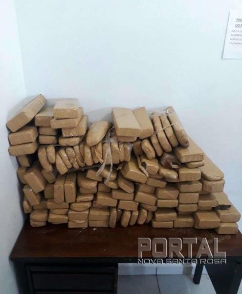A droga estava em um guarda-roupas da casa. (Foto: Radar B.O.)