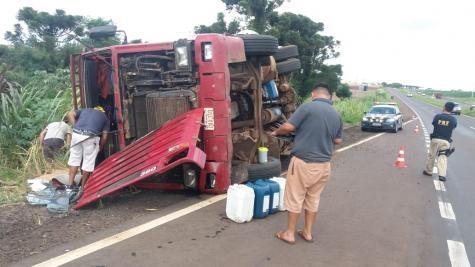 O veículo parou no acostamento da pista e o trânsito não precisou ser interrompido. (Foto:PRF)