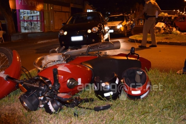 O motociclista ficou ferido no acidente (Foto: Jonas Kempp/AquiAgora.net )