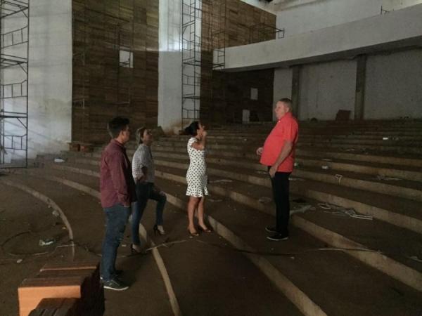 Avança o acabamento interno do teatro municipal rondonense (Foto: Assessoria )