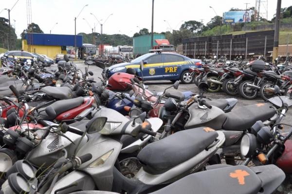 Os veículos poderão ser examinados pelos interessados ao longo dos cinco dias. (Foto: PRF)